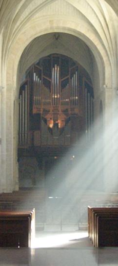 L'orgue dans la nef de Solesmes